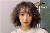 宋茜新剧海藻卷发型〔时尚造型〕盘点她最成功的时尚造型≮宋茜≯