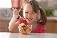 六个月宝宝辅食食谱,家长如何正确的给宝宝吃水果≤正确≥