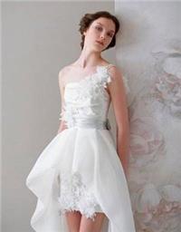 娇小女孩如何选择婚纱?高挑女孩勿点