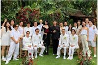 崔素拉黑婚纱结婚,小野洋子超短裙,碧安卡居然穿西装