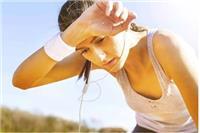 中暑的症状及治疗方法,女性头晕眼花赶快做这三件事