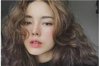 女生羊毛卷发型图片怎么扎好看,减龄可爱羊毛卷发造型太亮眼