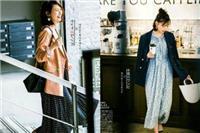 碎花连衣裙秋冬季怎么搭配好看 碎花连衣裙+外套打造氧气美女