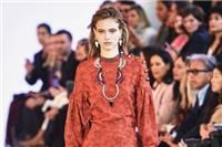 2021服装流行色趋势是什么 这3大流行色搭配衣服惊艳又时髦